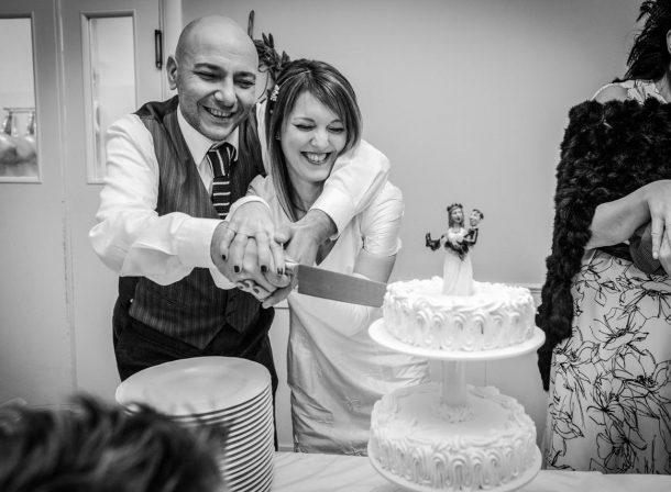 Foto sposi taglio della torta